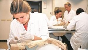 Overaanbod dode lichamen voor onderzoek
