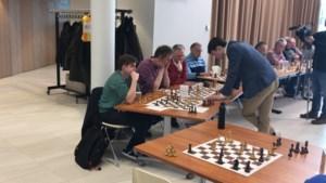 Jonkheer Lucas schaakt in Landgraaf iedereen van de mat