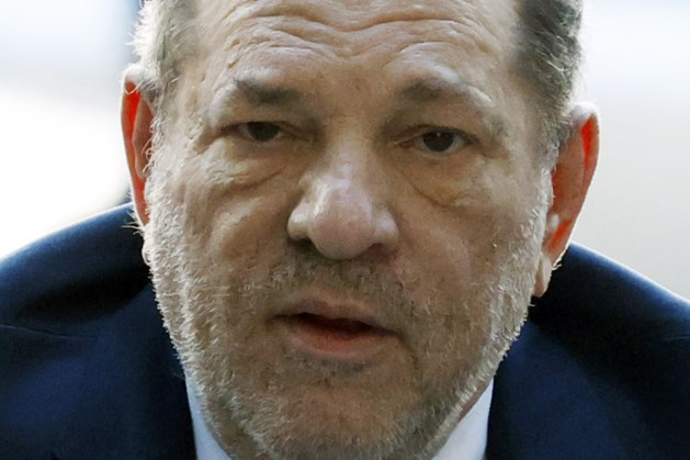 Weinstein 'wordt gek' in ziekenhuis: 'Hij is niet graag alleen'