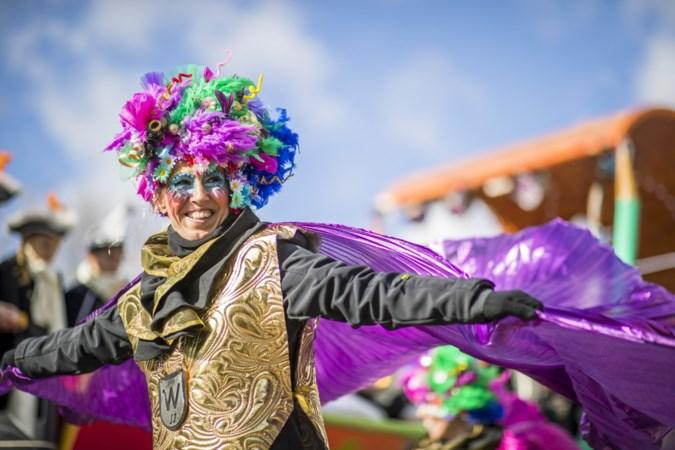 FOTO'S Kleurrijke optocht van Blerick trekt alsnog door straten op 'bonusdag'