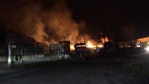 Grote brand Brunssum onder controle; brandweer blust nog na