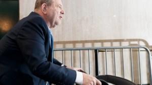 Weinstein van ziekenhuis naar gevangenis