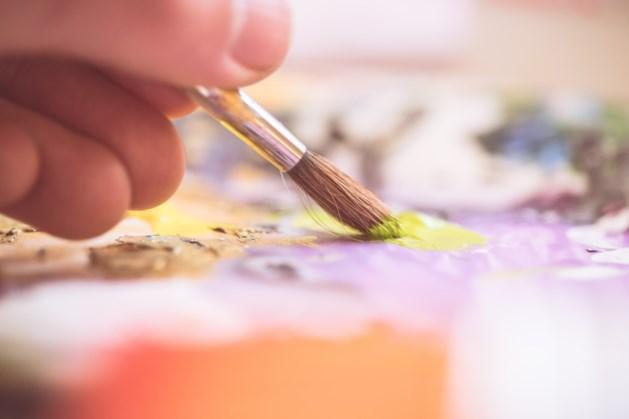 Schilderen en boetseren tijdens creatieve middag