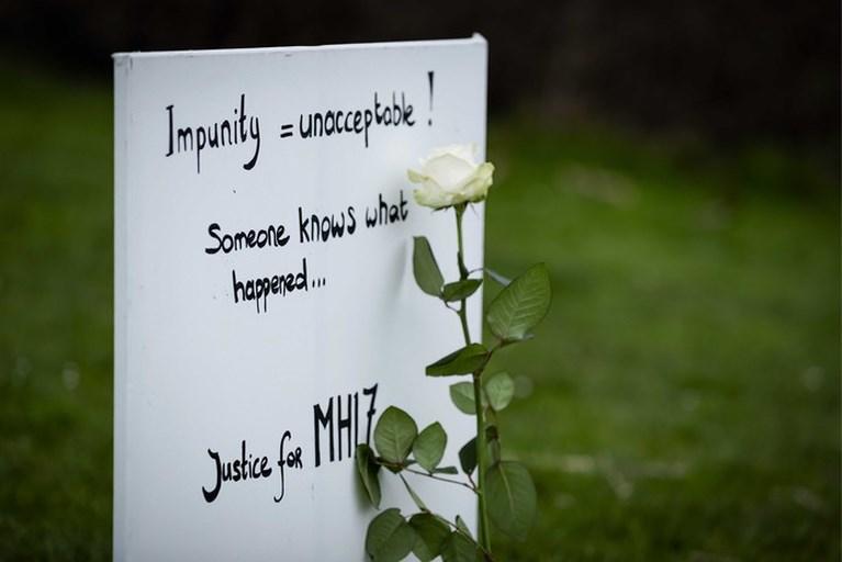 Dag voor start MH17-proces weer een stoelenprotest voor Russische ambassade