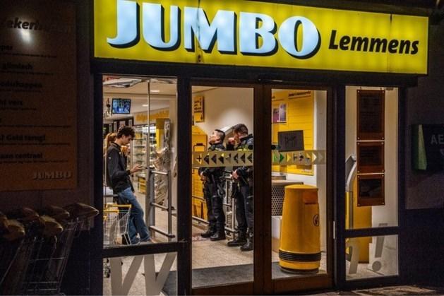Politie deelt beelden van gewapende overval op supermarkt in Sittard