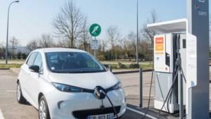 Op vakantie met elektrische auto? Frankrijk sluit 189 snelladers langs autoroute