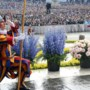 Geen Limburgse bloemenhulde voor de paus vanwege coronavirus: 'Je wil geen half werk leveren'