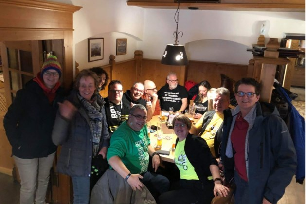Geen concert, maar Limburgers bouwen toch eigen Rowwen Hèze-feestje in Oostenrijk