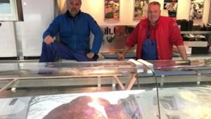 Eén lege verkoopwagen op normaal drukke vismarkt Maastricht