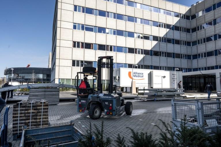 Video: Grote tent met CT-scanner op parkeerterrein ziekenhuis Maastricht