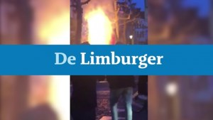 Video: Parasol op terras Vrijthof vat vlam