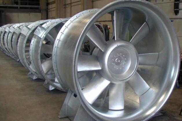 'Autofabrikanten moeten ventilatoren maken voor ziekenhuizen in plaats van auto's'