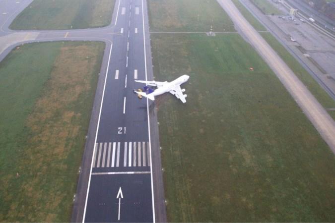 Boeing met motorpech belandde naast de baan op Maastricht Aachen Airport omdat piloot gas bleef geven