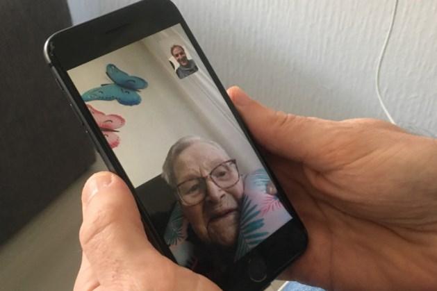Geen bezoek meer in verzorgingshuis: FaceTime als sociaal luikje naar de buitenwereld