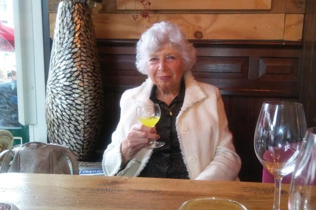 Corona velt levenslustige Leny (84): 'In haar laatste uren moest mam een hand van latex vasthouden'