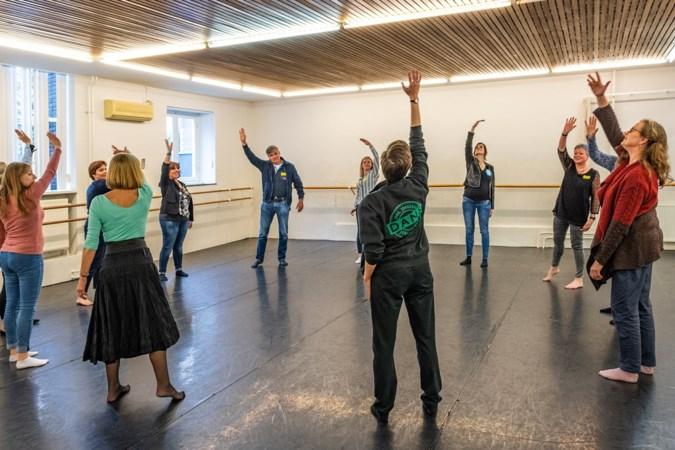 Maastrichts dansgezelschap Sally laat kinderen al dansend taal leren