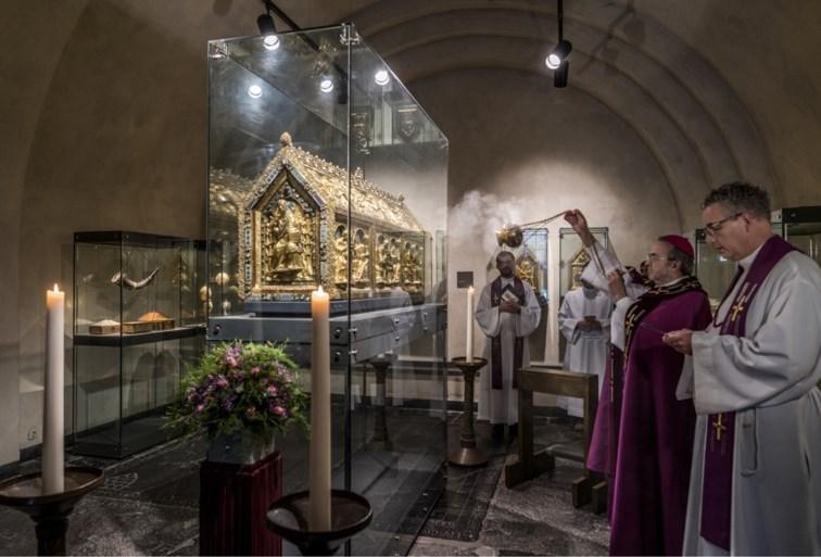 Noodkist Sint-Servaas Maastricht uit schatkamer gehaald