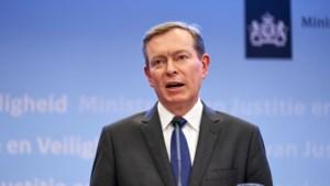 Minister gaat mondkapjes vorderen om tekort snel aan te vullen