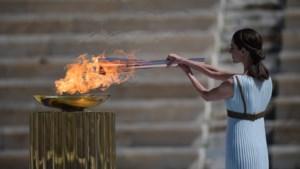 Tokio 2020 ontvangt olympische vlam in kleine kring