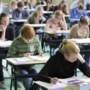 'Neem geen examens af, geef leerlingen een overgangsbewijs'