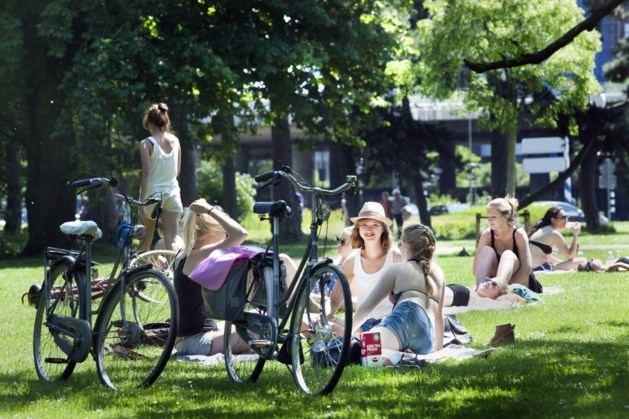 Digitale borden tegen samenscholen in parken Maastricht