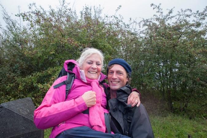 Moeder en zoon lopen 490 kilometer om dichter bij elkaar te komen