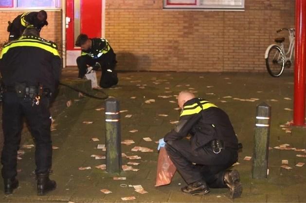 Honderdduizenden euro's dwarrelen over straat na brand in flat