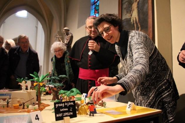 Schinnense Désirée van Breugel brengt Bijbelverhalen tot leven met Playmobil