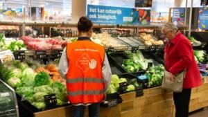Geen deurbeleid bij supermarkten, wel 'hou afstand-hesjes' voor vakkenvullers