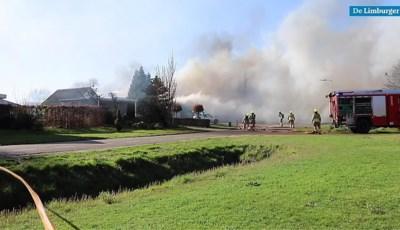 Paniek bij brand in Leunen: de katten en vogels zitten nog binnen