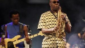 Beroemde zanger en saxofonist Manu Dibango (86) bezwijkt aan corona