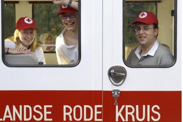Trainer Schinveld schenkt 'niet verdiend' salaris aan Rode Kruis