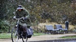 Het weer slaat om: guur weekend brengt winterse buien