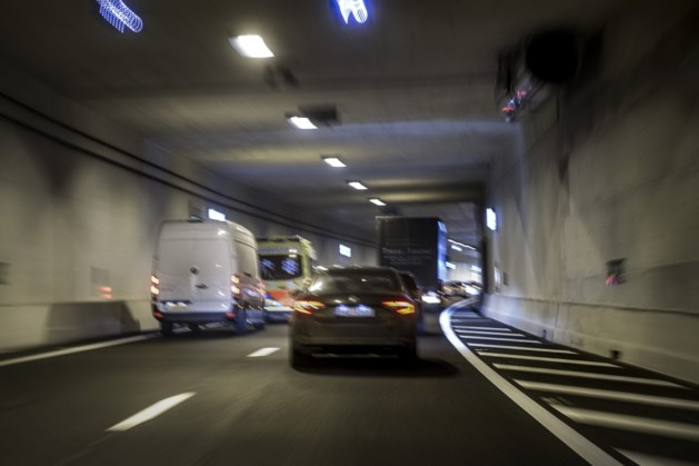 Tunnel Maasboulevard Maastricht 's avonds en 's nachts dicht