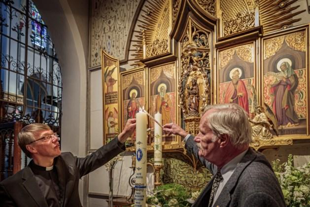 Stadskaars Roermond ontstoken als 'lichtpunt in donkere tijd'