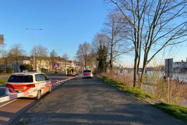 Hulpdiensten halen drenkeling uit de Maas bij Maastricht