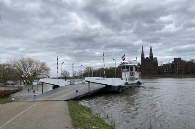 Veerponten op de Maas korten vaartijden zomerseizoen in
