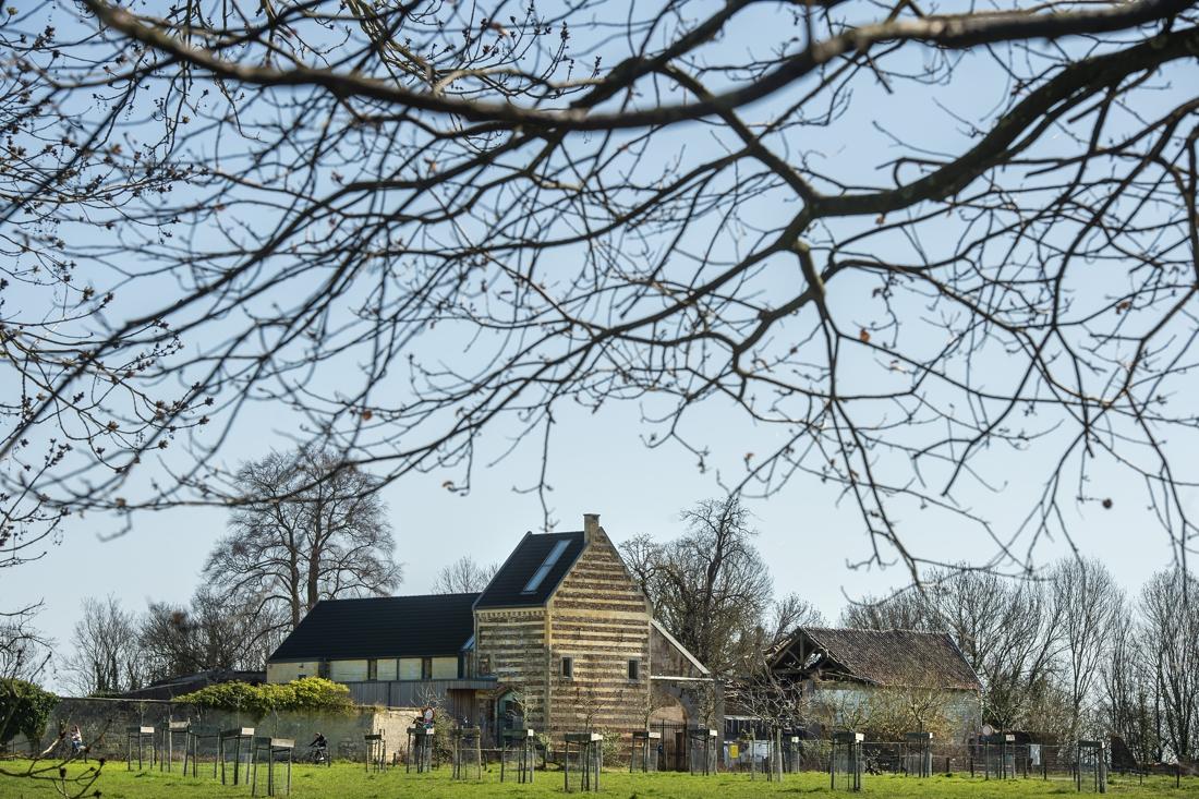 Hoeve Caestert bij Maastricht wordt verder opgeknapt - De Limburger