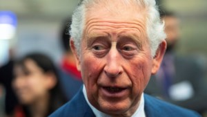 Britten woest over 'voorkeursbehandeling' coronatest Charles: 'Zelfs zorgpersoneel niet gecheckt'