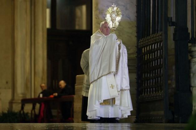 Paus schenkt speciale zegen: 'we zitten in hetzelfde schuitje'