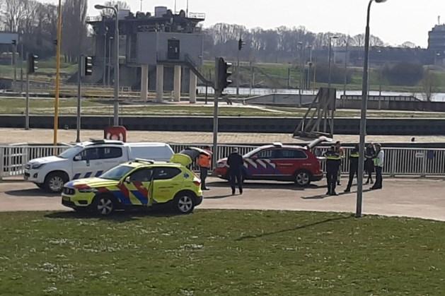 Op Maas overboord geslagen man overleden