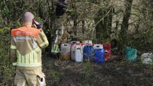 Fietsers ontdekken vaten met drugsafval in de natuur