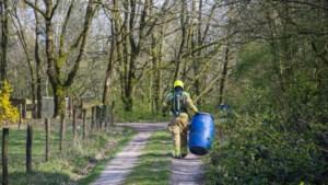 Vaten met mogelijk drugsafval gedumpt in bos naast A73 Venlo