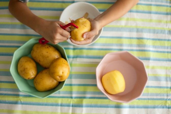 Hele dagen thuis met de kinderen? Leer ze koken!