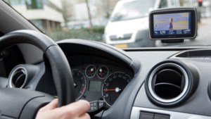 Vader laat 11-jarige dochter in auto rijden 'omdat ze wel iets leuks verdiende in coronatijd'