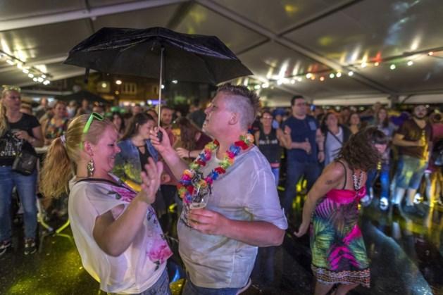 Vols Tropical stelt feest een jaar uit