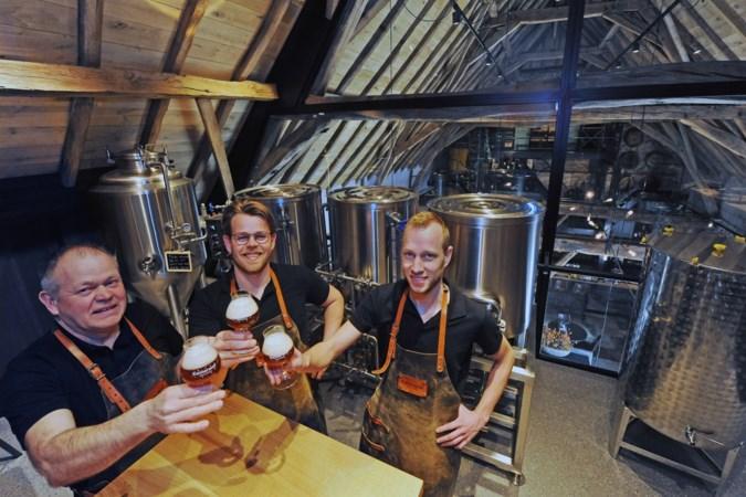 Bierbeleving in een bruisende brouwerij op een boerderijzolder