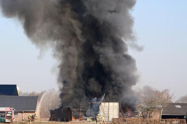 Brand verwoest schuur: eigenaar raakt gewond