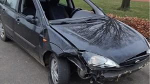 Racende auto's richten in nachtelijke uren ravage aan in Beek en Elsloo: 'Ik zag vonken onder de auto's uitkomen'