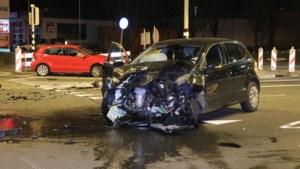 Auto's zwaar beschadigd na botsing in Geleen